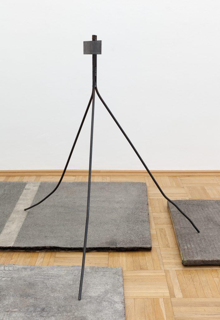 Sonia Leimer, Ohne Titel, Asphalt mit Platzhalter, 2015 © Foto: Markus Wörgötter. Courtesy of Galerie nächst St. Stephan Rosemarie Schwarzwälder, Wien.